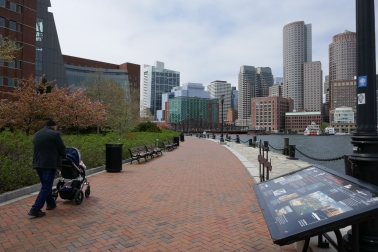 Moakley_Courthouse_and_Boston_Harborwalk_02.JPG
